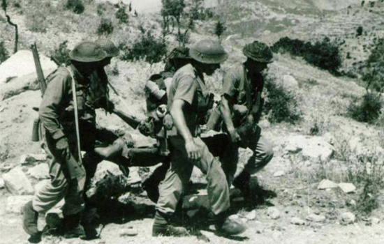 Commandos at Spilje carrying the wounded